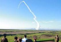 """Tir de missile au-dessus du Japon, """"une menace grave et sans précédent"""""""