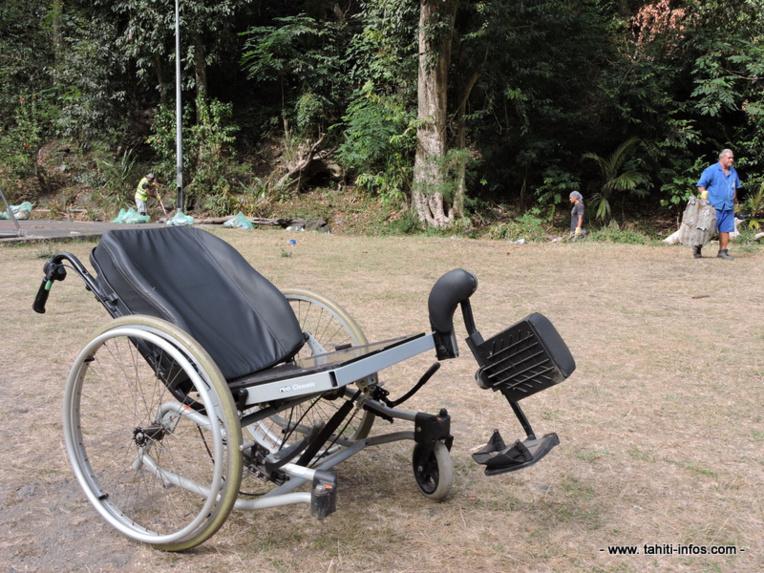 Parmi les encombrants retrouvés par les services de la mairie dans la vallée : ce fauteuil roulant.
