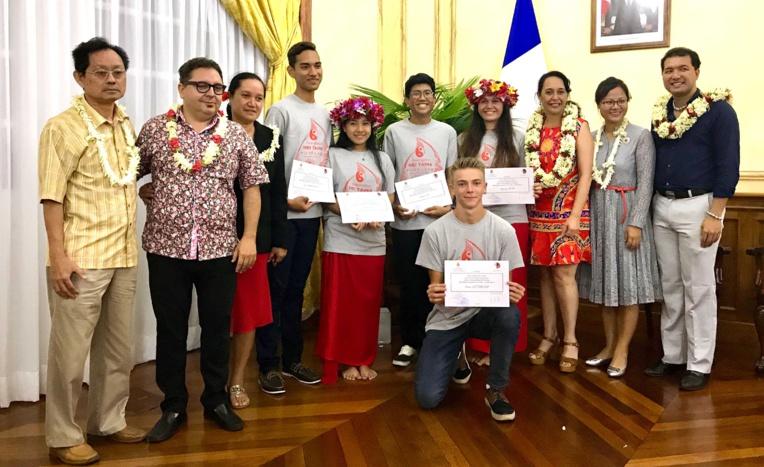 Les cinq lycéens boursiers de ce programme linguistique partent vendredi pour 10 mois d'immersion linguistique au lycée international de Wenling, dans la Province du Zhejiang près de Shanghai, en Chine. (Photo : service de presse de la Présidence)