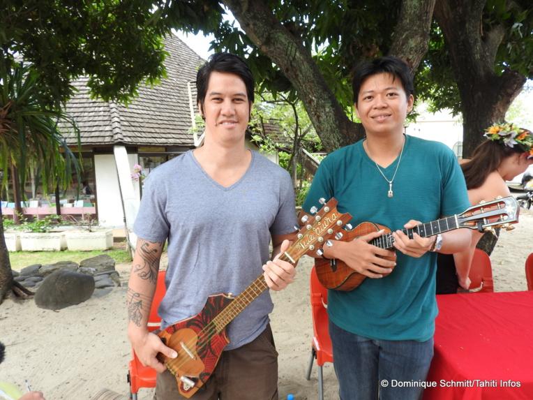 Les deux virtuoses polynésiens du 'ukulele Maruarii Ateni et Roger Yan ont offert une superbe prestation en duo lors de la conférence de presse.