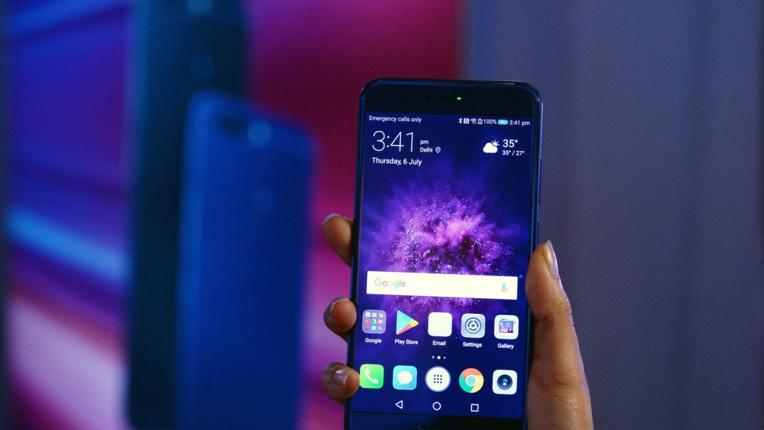 Le géant chinois des télécoms Huawei a dévoilé samedi une première puce d'intelligence artificielle pour mobile, prenant de cours ses deux concurrents immédiats, Samsung et Apple, lors du salon de l'électronique de Berlin (IFA) afp.com/SAJJAD HUSSAIN
