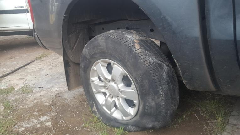 Dépressif, un homme se retranche dans sa voiture avec ses deux enfants et force un barrage à Puurai