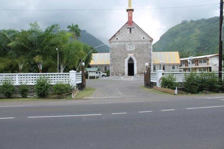 Pendant la durée des travaux, les élèves de Papehue ont poursuivi leur cursus scolaire au sein de l'Eglise catholique Saint François Xavier.