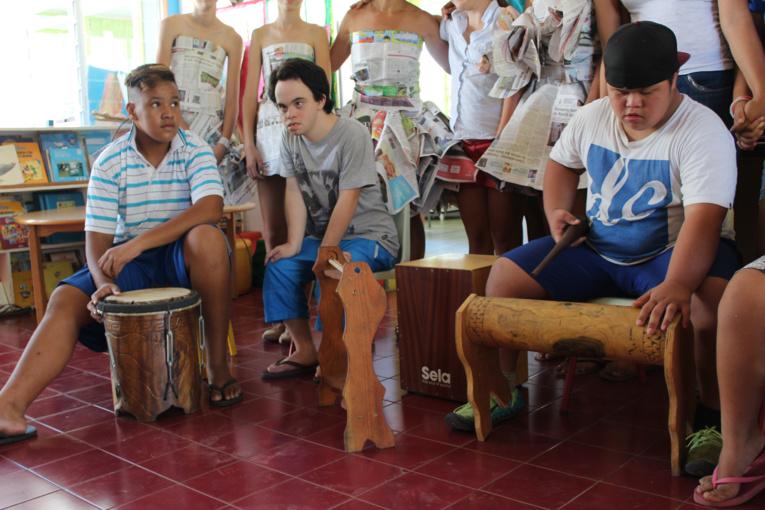 Le centre Papa Nui reçoit des instruments grâce à la solidarité