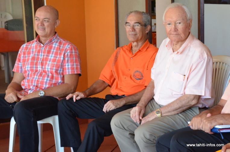 Le groupe Tahoera'a Huiraatira est en pleine recomposition à l'approche des territoriales de 2018. (Photo : Gaston Flosse en compagnie de Michel Leboucher et Charles Atger, le 3 mai dernier).