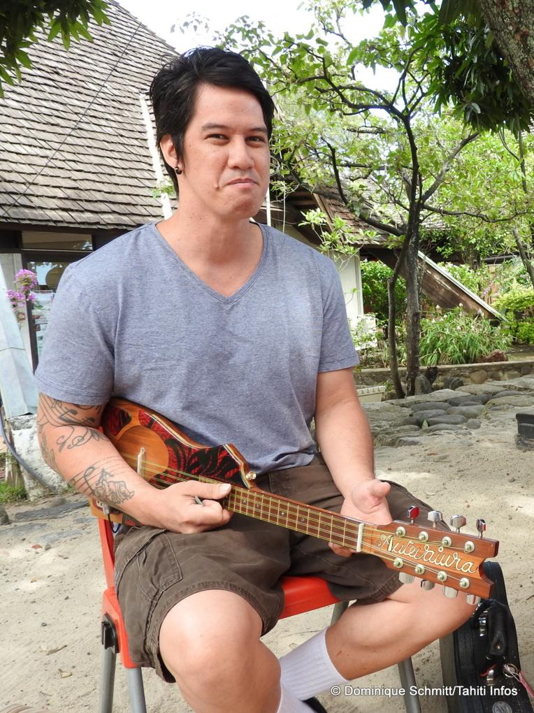 Certains naissent avec une cuillère en argent dans la bouche, Maruarii, lui, a grandi avec un 'ukulele dans la main !