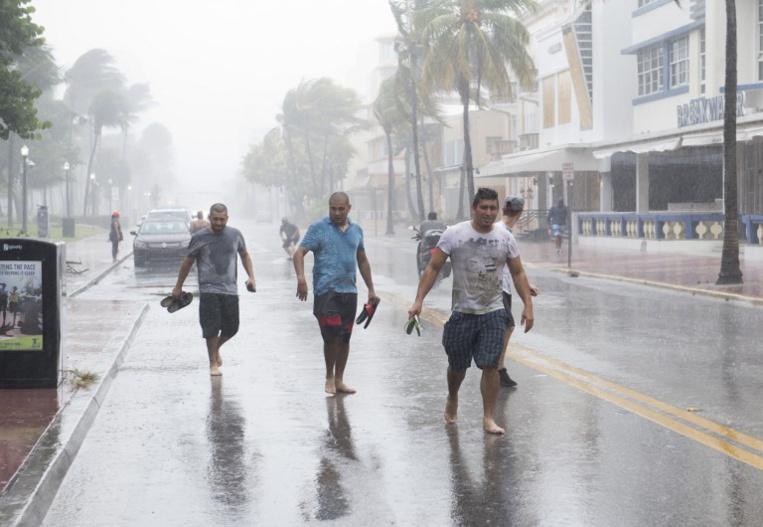 L'ouragan Irma s'abat sur Cuba, les évacuations s'amplifient en Floride