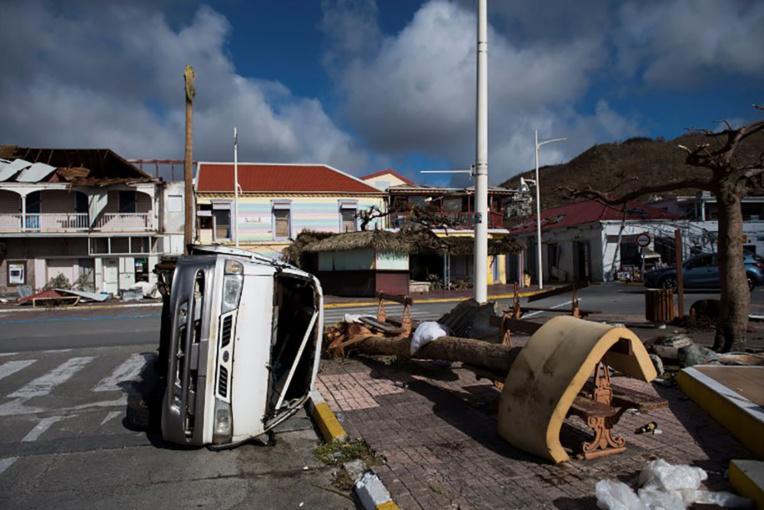 """Irma: l'heure est à la reconstruction, Philippe dénonce une """"polémique politicienne"""""""