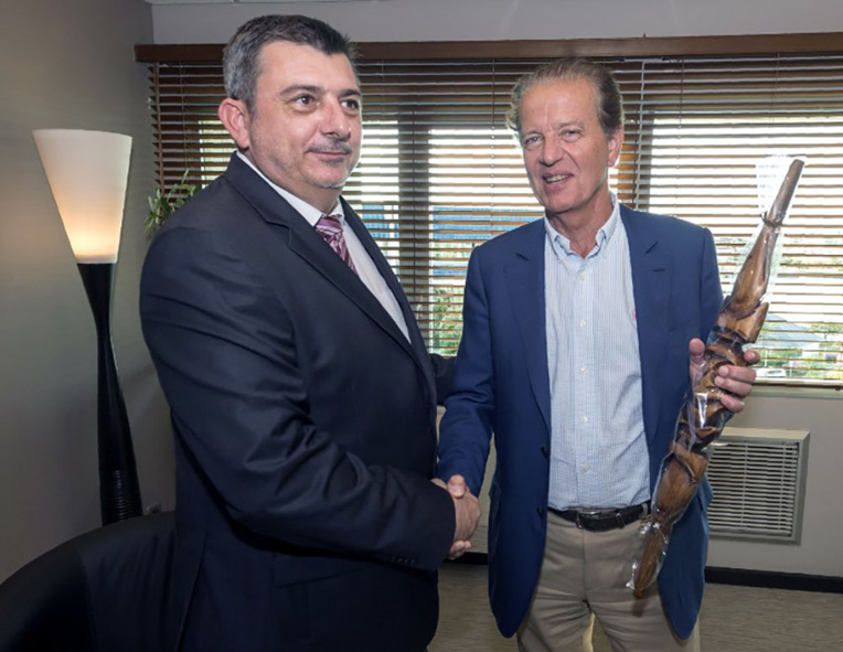 """Philippe Germain (à droite) président sortant, représente la """"Plateforme"""", du nom d'une alliance conclue entre les deux tours des élections législatives (photo d'illustration)."""