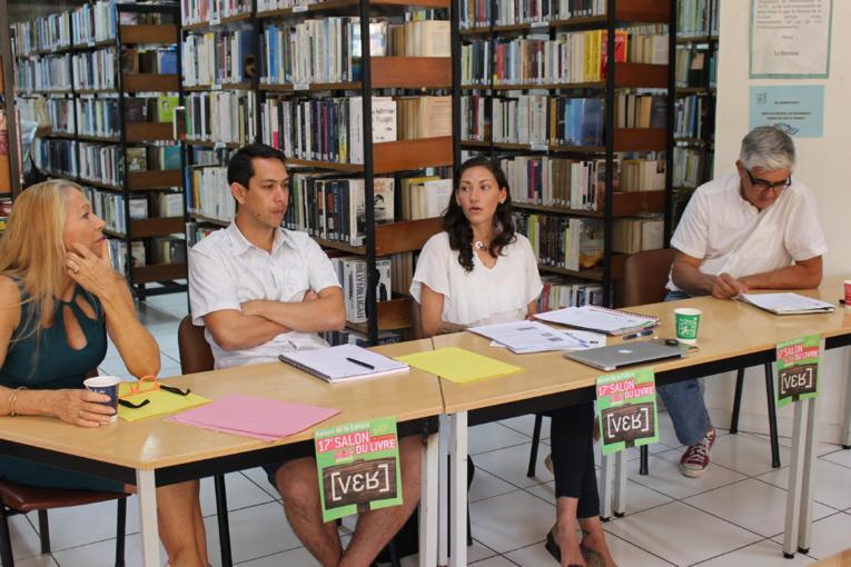 Mylène Raveino, responsable des activités permanentes, Rainui Tirao du centre de lecture, Lucile Bambridge, chargée de l'organisation et Christian Robert, président de l'association des éditeurs de Tahiti et des îles.