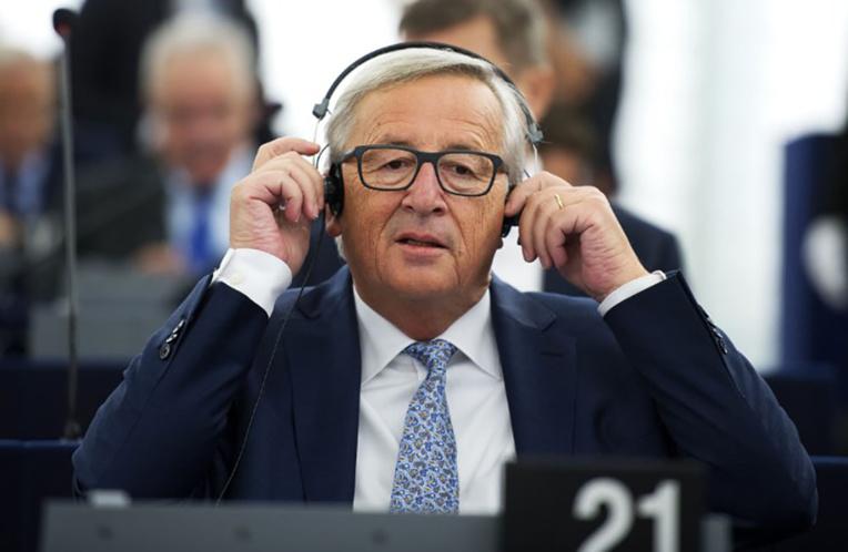 """L'UE a """"le vent en poupe"""", Juncker à l'offensive"""