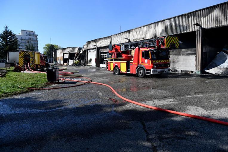 Un incendie d'origine criminelle ravage le garage de la gendarmerie de Grenoble