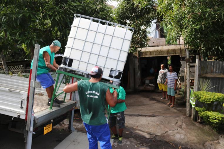 Des citernes d'eau pour les habitants de Paea