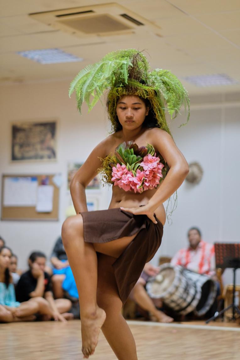 Les recettes sont entièrement consacrées au financement de bourses d'études artistiques pour de jeunes femmes méritantes mais défavorisées, à l'image de Mahealani Amaru. (Photo : CAPF)