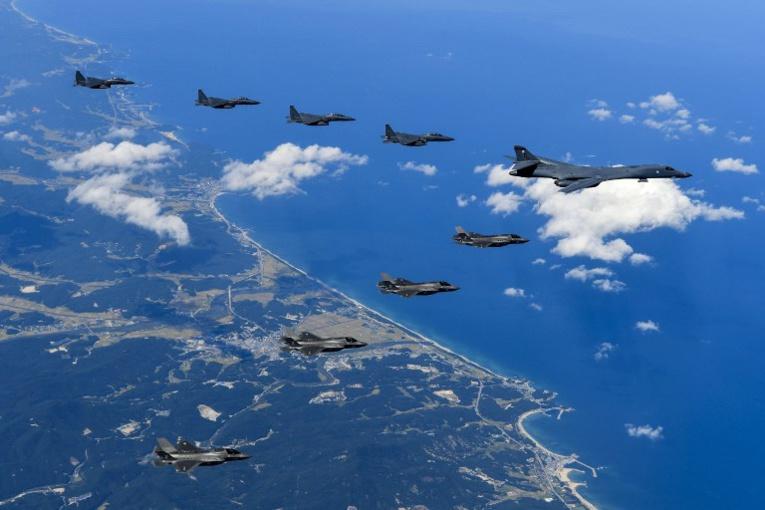 """Washington envoie un """"message"""" à Pyongyang en survolant ses côtes"""