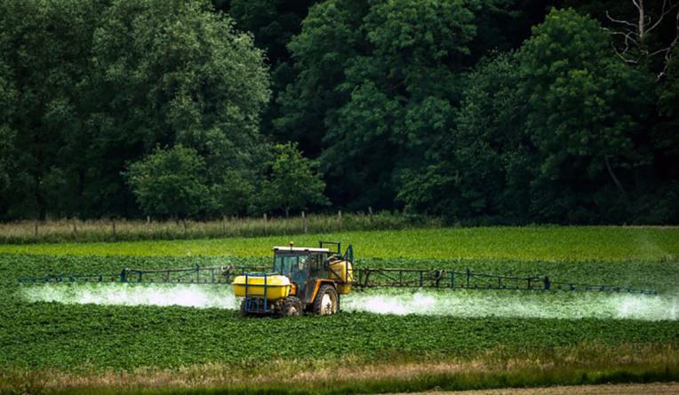La France veut arrêter le glyphosate, mais peine à clarifier son calendrier