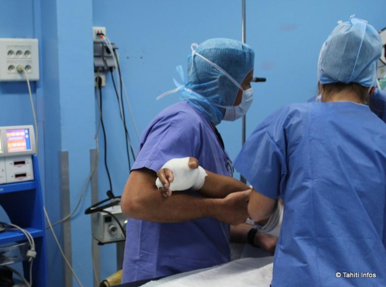 photo d'illustration d'une infirmière au bloc opératoire du CHPF
