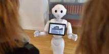 Un robot signe une convention au nom du patron de l'X