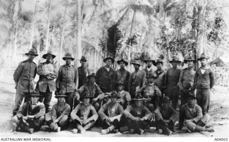 On ne rit plus : en 1914, la guerre est déclarée et les troupes australiennes ne font qu'une bouchée des quelques hommes armés de la Terre de l'Empereur-Guillaume (« Kaiser-Wilhelmsland »). Sur le terrain, la Royal Australian Naval Brigade, et l'Australian Navy and Military Expeditionary Force (AN&MEF).