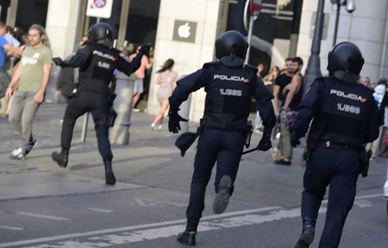 L'UE presse Madrid de mettre fin à la crise sans précédent avec la Catalogne