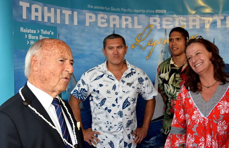 De gauche à droite : Jean-Pierre TUVERI (Maire de Saint-Tropez), Iotua LENOIR (Responsable marketing - Tahiti-Tourisme), Manoa REY (Chargé de marketing - Tahiti-Tourisme) et Stéphanie BETZ (Consultante nautique - Archipelagoes).