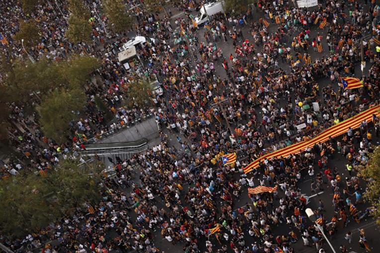 Catalogne: l'UE soutient Madrid mais appelle au dialogue