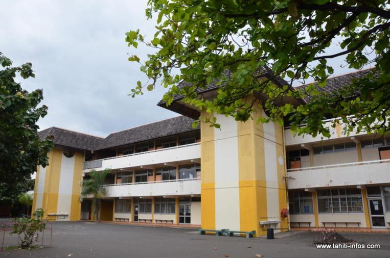 L'affaire a débuté ce matin lorsqu'un mineur du collège de Tipaerui s'est fait interpeller au sein de son établissement où il vendait du paka