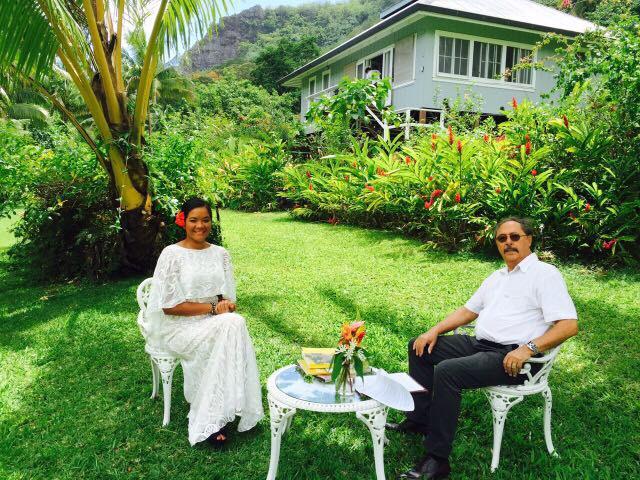 Aiata Tarahu et Riccardo Pineri, écrivain, philosophe, professeur émérite des universités. (Crédit photo : Joycebonis)