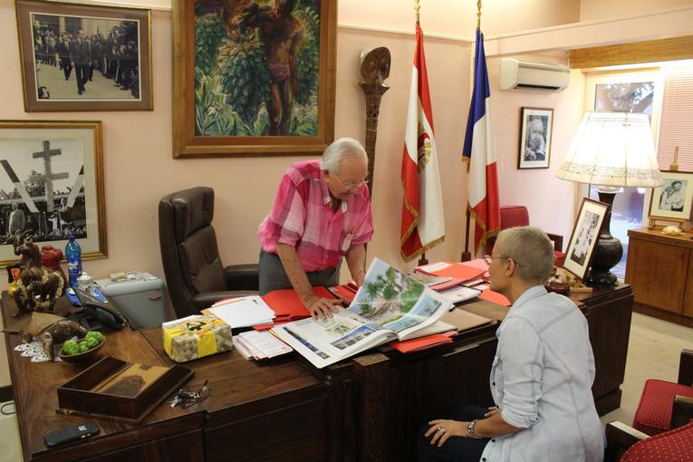 Dans son bureau à l'assemblée qu'il quittera prochainement pour le tout nouveau siège du parti, Gaston Flosse revient sur le projet du Mahana beach