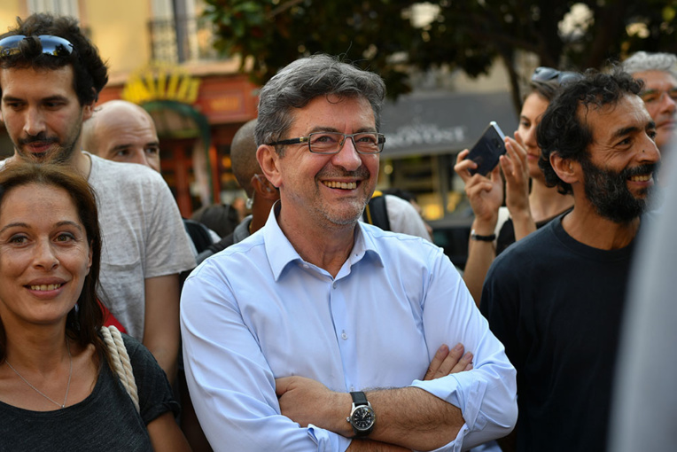 En Nouvelle-Calédonie, le clash Valls-Mélenchon passe mal
