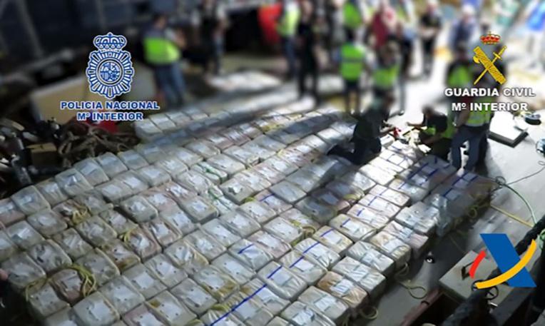 La police espagnole saisit 3,8 tonnes de cocaïne sur un bateau intercepté dans l'Atlantique