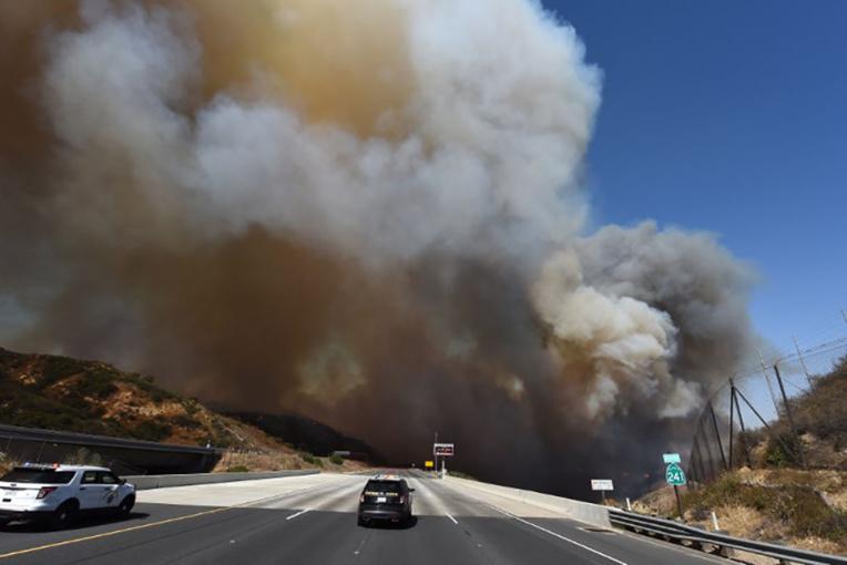 Incendies mortels dans la région des vins en Californie, des milliers de maisons brûlées