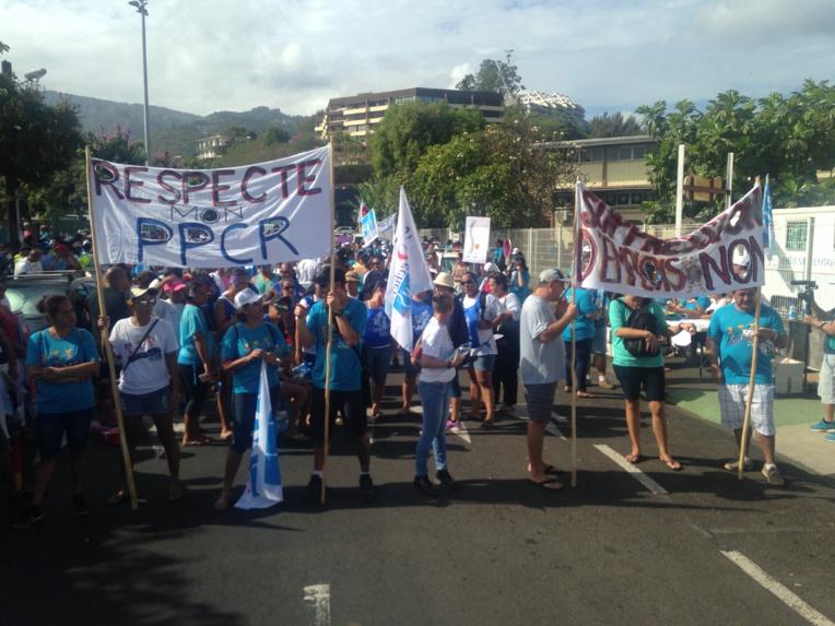 Grèves: plus de 700 manifestants réunis ce matin