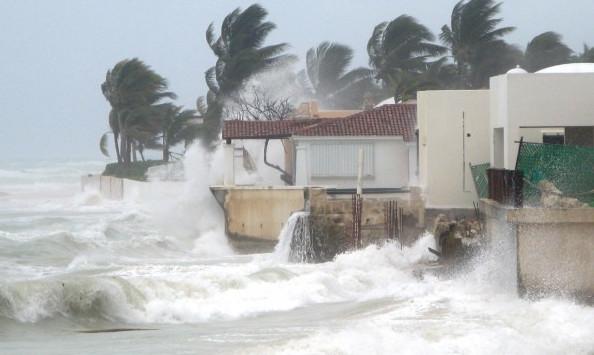 Les vents peuvent souffler à plus de 300 km/h et le niveau de la mer sur la zone concernée s'élever de plusieurs mètres.