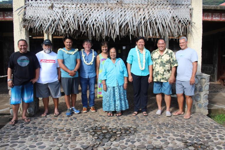 La délégation de l'Adie aux Marquises avec les élus locaux.