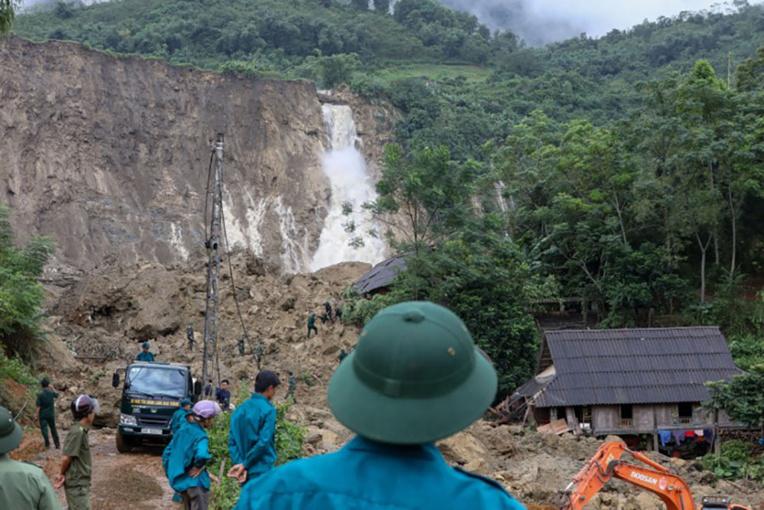Vietnam: 37 morts, 40 disparus dans des inondations liées aux intempéries