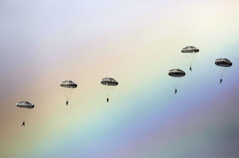 Australie: trois parachutistes tués dans une collision en plein ciel