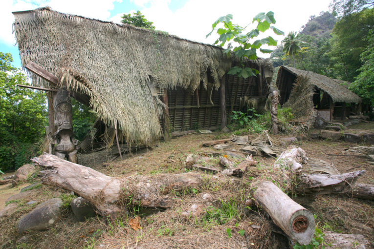 Le tohua Koueva, quasiment en ruines, laissé à l'abandon.