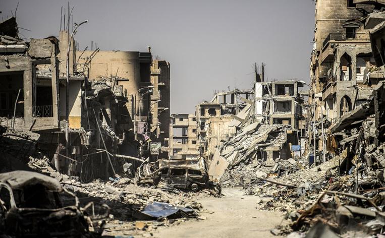 En pleine débâcle, l'EI accusé de nouvelles exactions en Syrie
