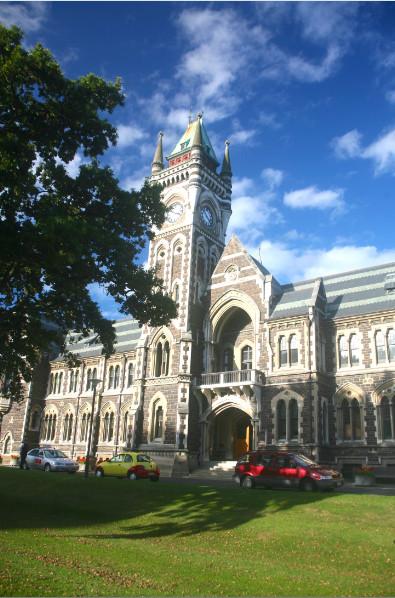 """Le bâtiment central de l'université d'Otago, à Dunedin, est un modèle de l'architecture """"so scottish"""" de la ville."""