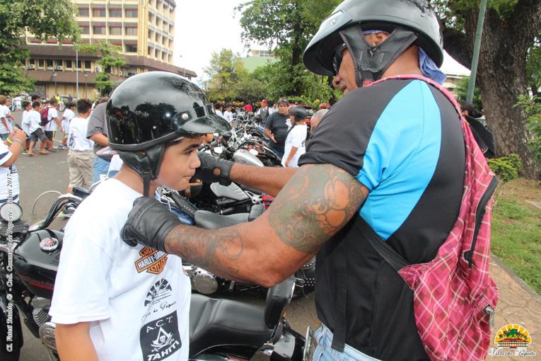 Les 100 motos de l'amitié à Papeete