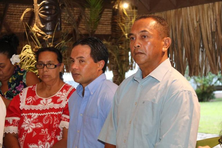 René Kaimuko (à droite) était très fier de recevoir cette médaille.