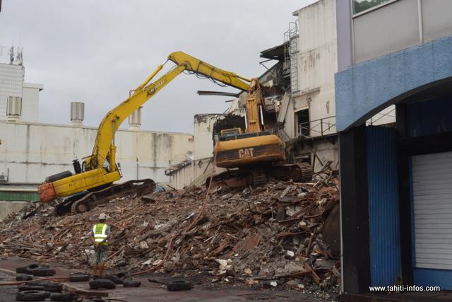 La démolition de l'ancien hôtel Royal Papeete a repris ce samedi