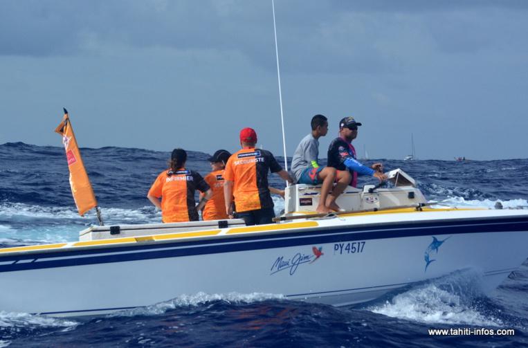 Les secouristes ont six bateaux pour suivre la Hawaiki Nui, assurer la sécurité de la course et transporter 21 bénévoles et près de 700 kg de matériel.