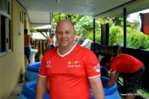Laurent Girault, kinésithérapeute à Papeete, participe à la Hawaiki Nui Va'a depuis 19 ans, bénévolement.