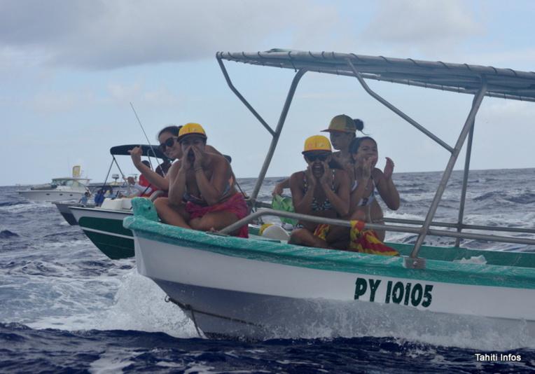 Les femmes (et fans) des rameurs de Shell Va'a ont crié pendant 44 kilomètres pour encourager l'équipe entre Huahine et Raiatea.