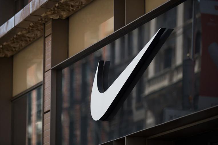 """""""Paradise Papers"""": Nike, Apple et Bono à leur tour visés, l'UE promet d'agir"""