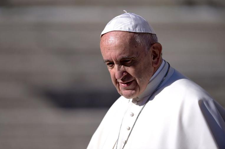 Le pape François: à bas les téléphones et les photos pendant la messe