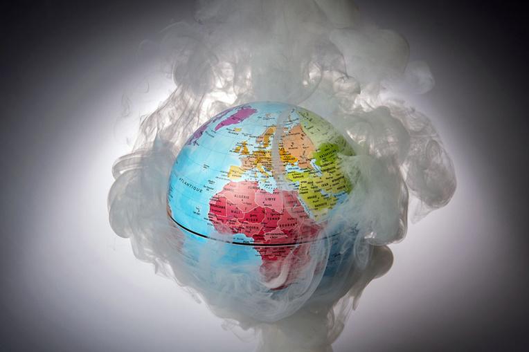 """Résultat de recherche d'images pour """"scientifiques face à la dégradation de la planète"""""""