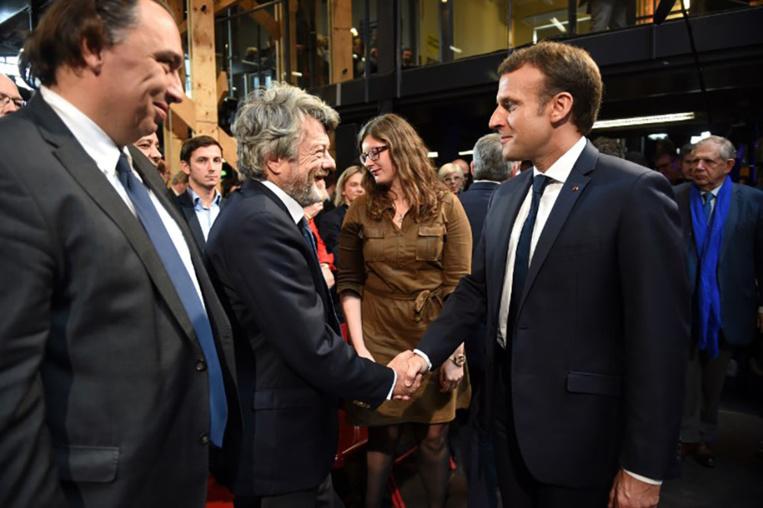"""Macron appelle à la """"mobilisation nationale"""" pour les quartiers en difficulté"""